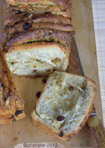 herb&cheese pull-apart bread