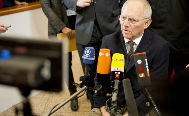 """Σόιμπλε: Μόνο εκτός ευρώ, """"κούρεμα"""" του ελληνικού χρέους"""