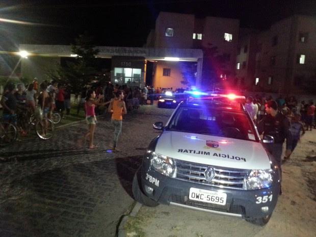 PM foi baleado em frente a condomínio em que trabalhava como segurança em Parnamirim (Foto: Kléber Teixeira/Inter TV Cabugi)