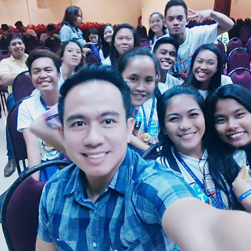 The VoiceMaster with the participants of the STI National Youth Convention Cebu