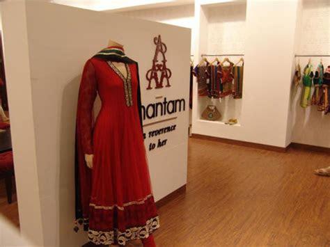 Best Wedding Sarees & Suits in Delhi   Bride Shopping in