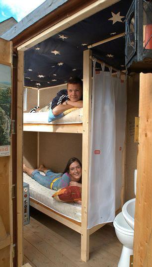 perierga.gr - Το μικρότερο ξενοδοχείο στον κόσμο έχει σχήμα... βαλίτσας!