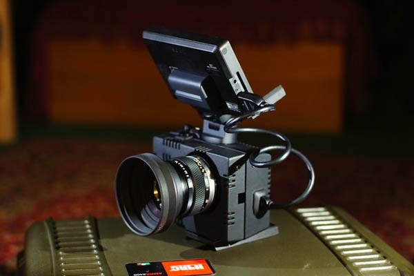 Cinema rig takes the heat out of your NEX5N, slides in the accessories instead