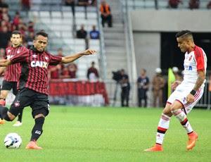 Everton, Atlético-PR X Flamengo (Foto: Joka Madruga / Agência estado)