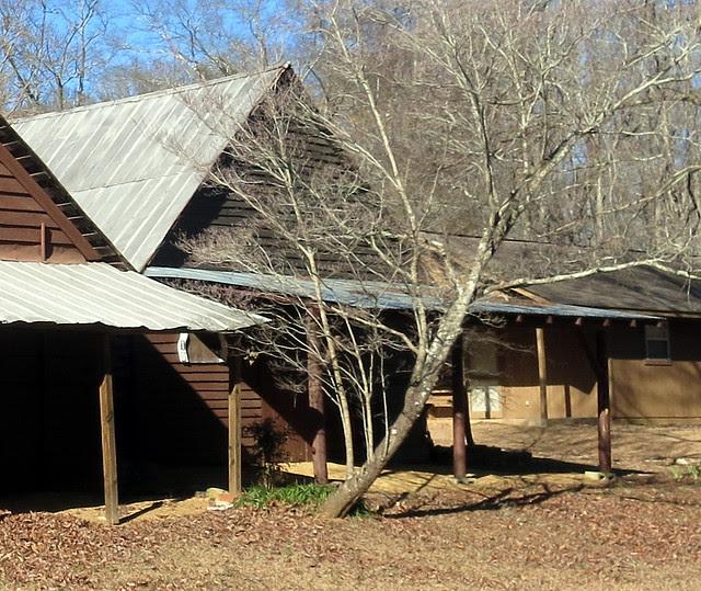 IMG_0063-2014-01-24-Shingleroof-Campground-McDonough-Georgia-single-brown-tall-gable