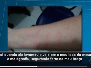 Enfermeira disse que foi agarrada pelo braço em hospital na Bahia (Foto: Reprodução/TV Bahia)