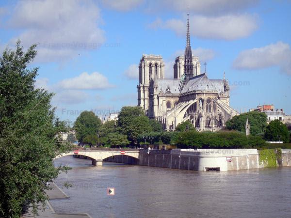 The Ile de la Cité Island - Tourism & Holiday Guide