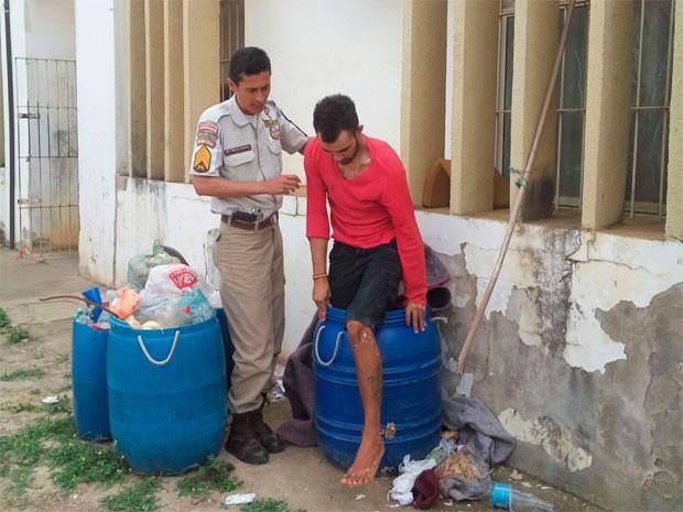 Detento é flagrado ao tentar fugir de presídio em tonel de lixo na Bahia