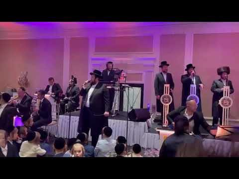 Shmueli Ungar Performing at a recent Wedding