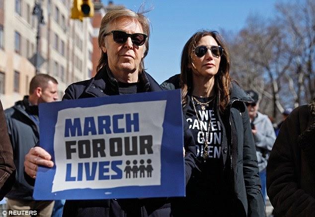 """Paul McCartney participa da """"Marcha por Nossas Vidas"""", protesto contra violência armada"""