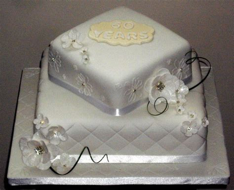 You have to see Diamond wedding cake by Kims Cakes!