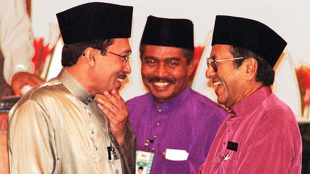 Friends in high places … Anwar (at left) with his then mentor Mahathir Mohamad (at right) in 1997.