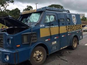 Criminosos explodiram carro forte em Atibaia (Foto: Arquivo pessoal)