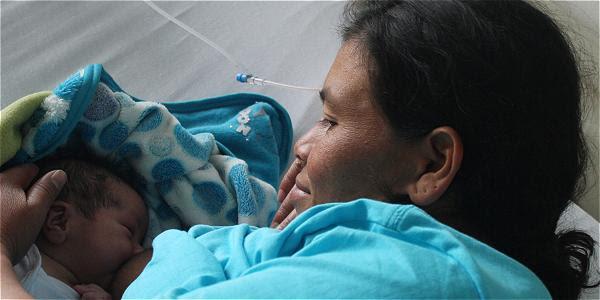 La ley colombiana ampara a niños y madres.