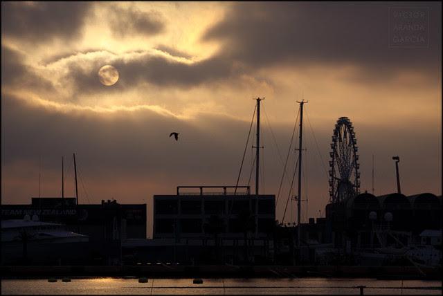 Atardecer en el puerto (Valencia 2011)