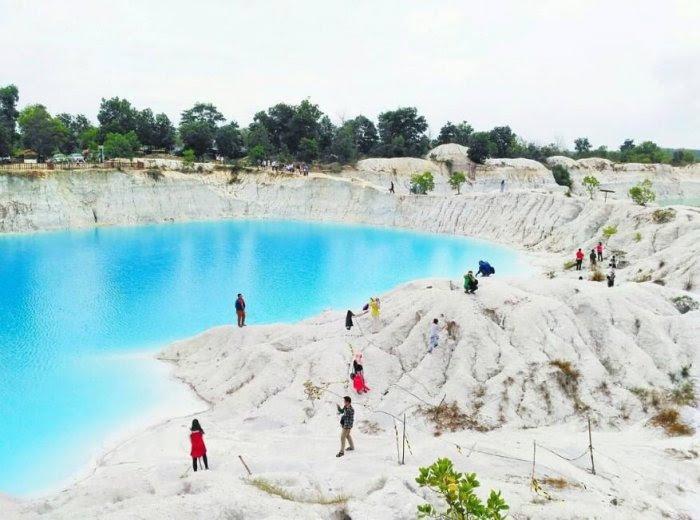 Gambar Pemandangan - Danau Kaolin Bangka