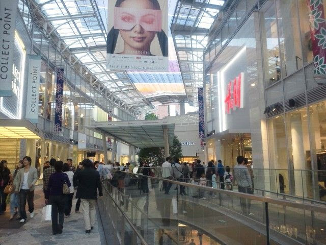 10.19, New shopping mall. H&M finally opened here in Fukuoka.