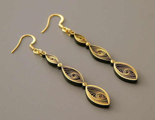 Quilled earrings tutorial