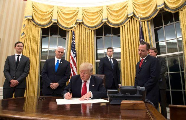 Αποτέλεσμα εικόνας για donald trump oval office