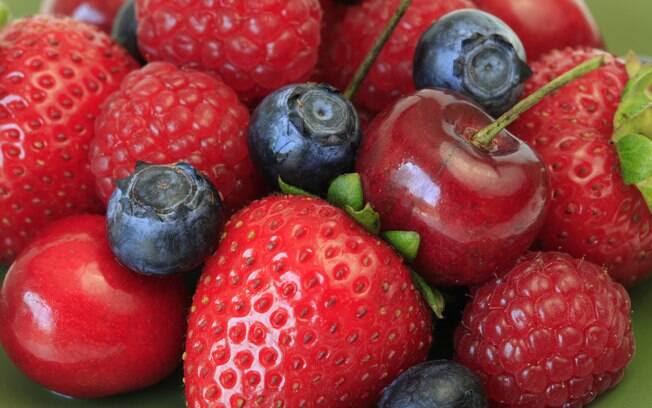 Morango e frutas vermelhas: lotados de antioxidantes, que inibem a oxidação das partículas LDL (o colesterol ruim). Foto: Getty Images
