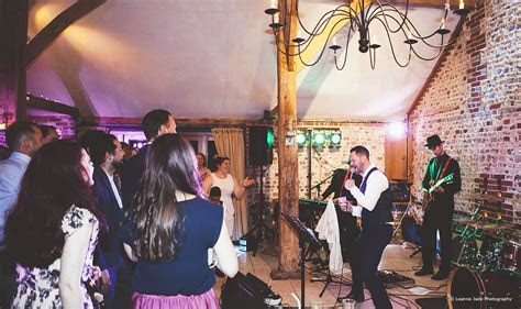 Top Barn Wedding Entertainment Ideas   Upwaltham Barns