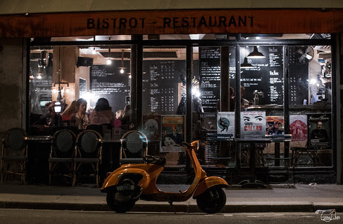 Le scooter orange by Rosca75