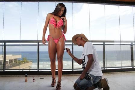 O maquiador Rodrigo Franco vai acompanhar Carla Prata na preparação para a Sapucaí. Ele a maquiará das pernas ao rosto
