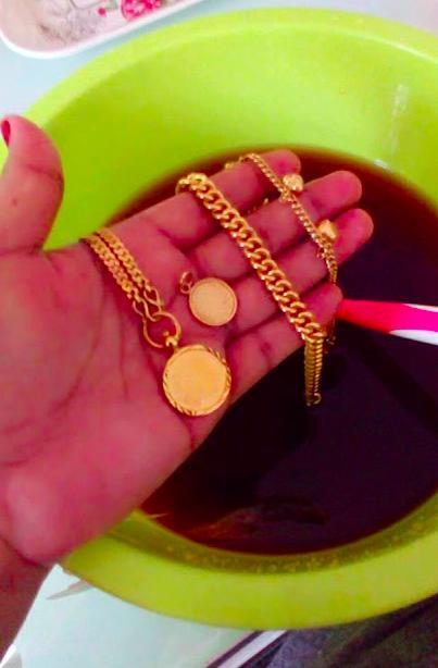 5 Petua Mudah Cuci & Kilatkan Kembali Rantai, Gelang, Cincin Emas Yang Dah Kusam Berdaki