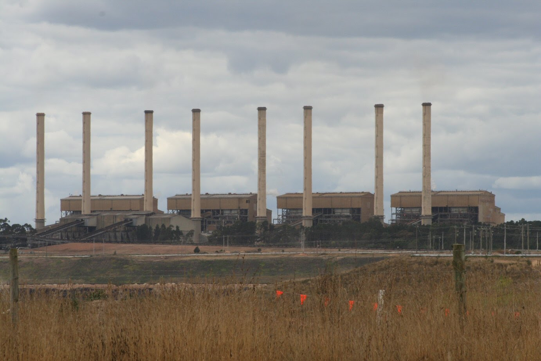http://upload.wikimedia.org/wikipedia/commons/e/e7/Hazelwood_Power_Station.jpg