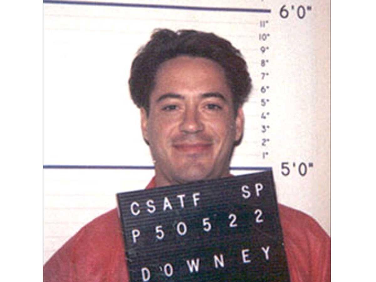 Os anos 90 foram de idas e vindas de Downey, Jr. à prisão (Foto: Divulgação)