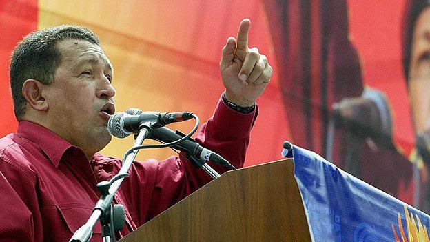 Hugo Chavez amenazó con intervenir