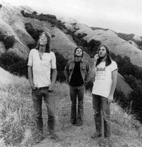 http://upload.wikimedia.org/wikipedia/commons/4/40/America_US_music_group_1976.JPG