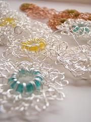 wire crochet daisies
