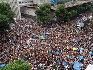 Cordão da Bola Preta, no Rio, levou 1 milhão às ruas do Rio neste sábado (1º) (Foto: Yasuyoshi Chiba/AFP)