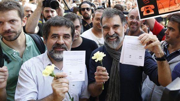 El presidente de la Asamblea Nacional Catalana (ANC), Jordi Sanchez (i), y el presidente de Òmnium Cultural, Jordi Cuixart. Foto: EFE.