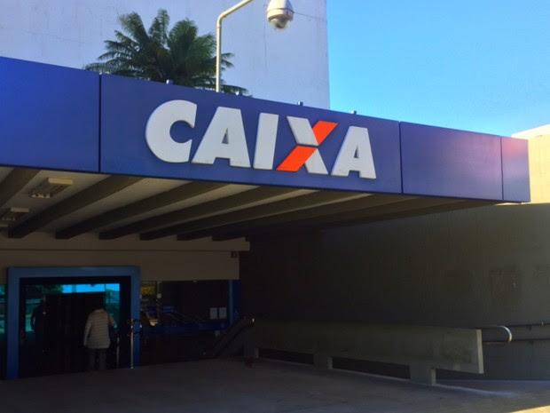 Agência central da Caixa teve movimentação tranquila nesta segunda-feira, em Goiás (Foto: Murillo Velasco/G1)