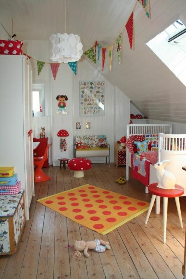 Kleines Schlafzimmer Dachschräge Einrichten: Große Ideen Für ... Schlafzimmer Unter Dachschrge Einrichten