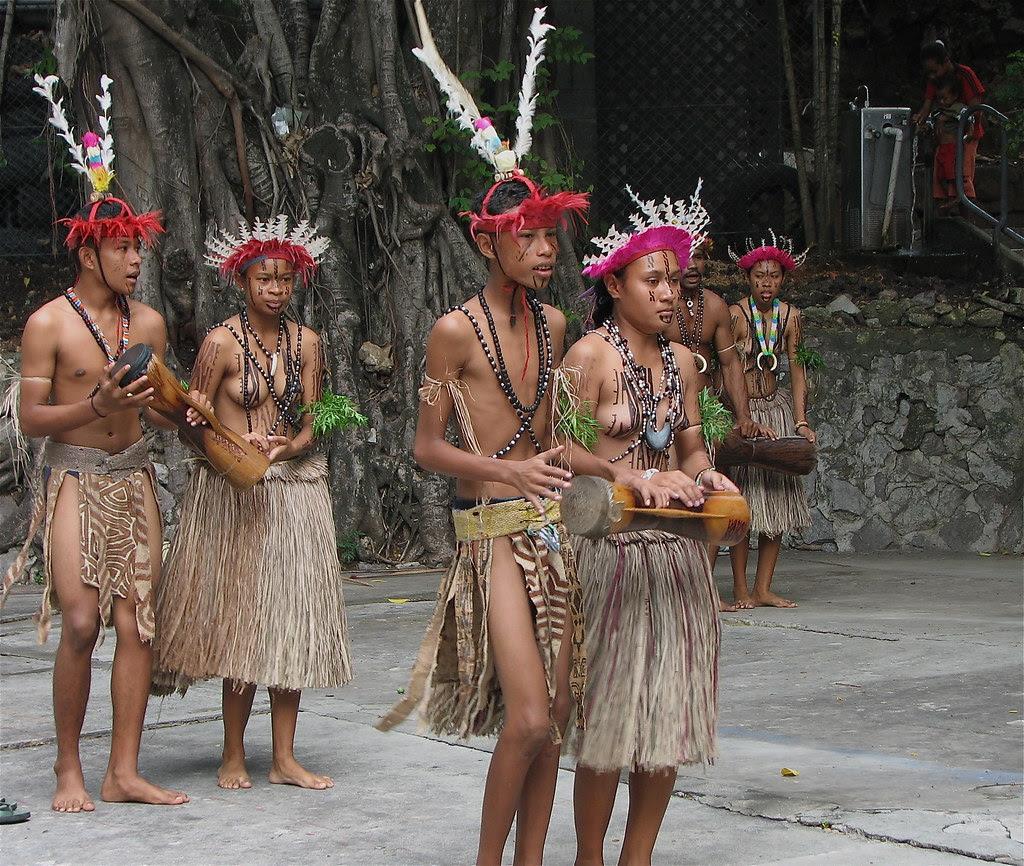 Young Motu Dancers