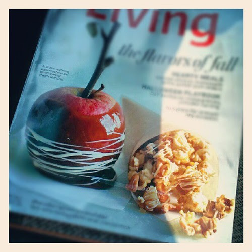 I'll take one of each please! #food #yumo #fall #sodelicious #apple #popcorn #iwant