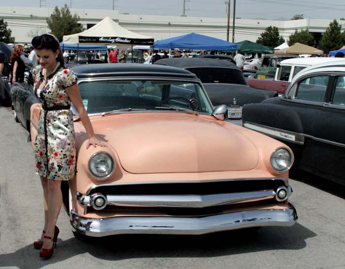 Carshow pinup