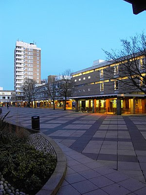 English: Central courtyard of Lancaster University