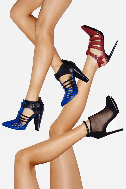 LE FASHION BLOG SHOE CULT NASTY GAL LAUNCH RED STRAPPY POINT TOE PUMP TWO TONE BRIGHT BLUE BLACK STRAPPY HEELS MESH CUT OUT BOOTIE GOLD ACCENT PLATFORM HEEL 1 photo LEFASHIONBLOGSHOECULTNASTYGAL1.jpg