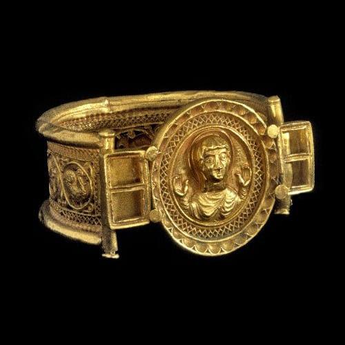Resultado de imagen para medieval jewelry