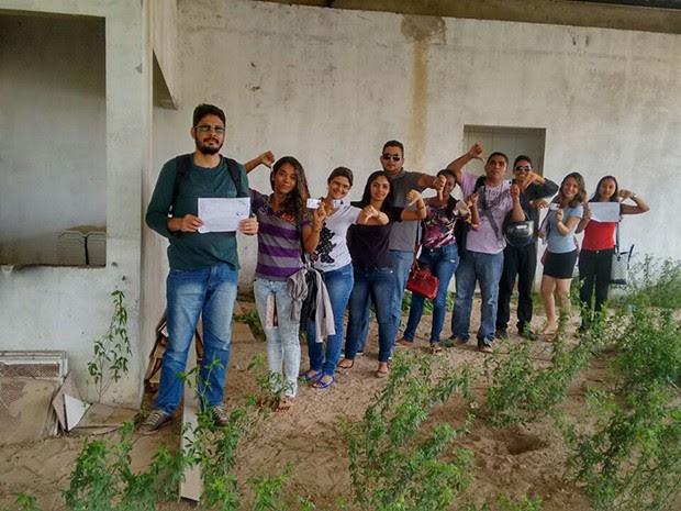 Alunos reclamam da falta de infraestrutura no campus de Bacabal (Foto: Wherlyshe Moraes)