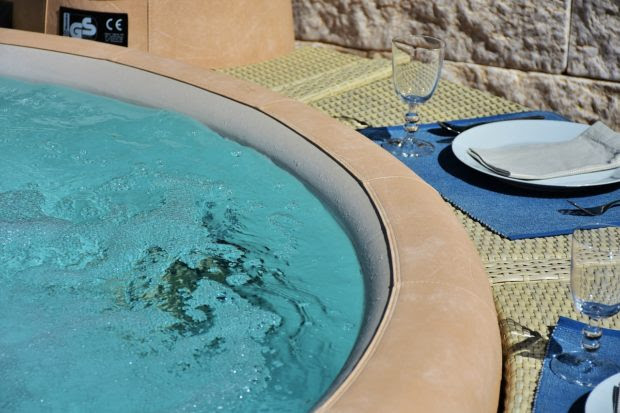 The Top 4 Benefits to Investing In a Luxury Hot Tub