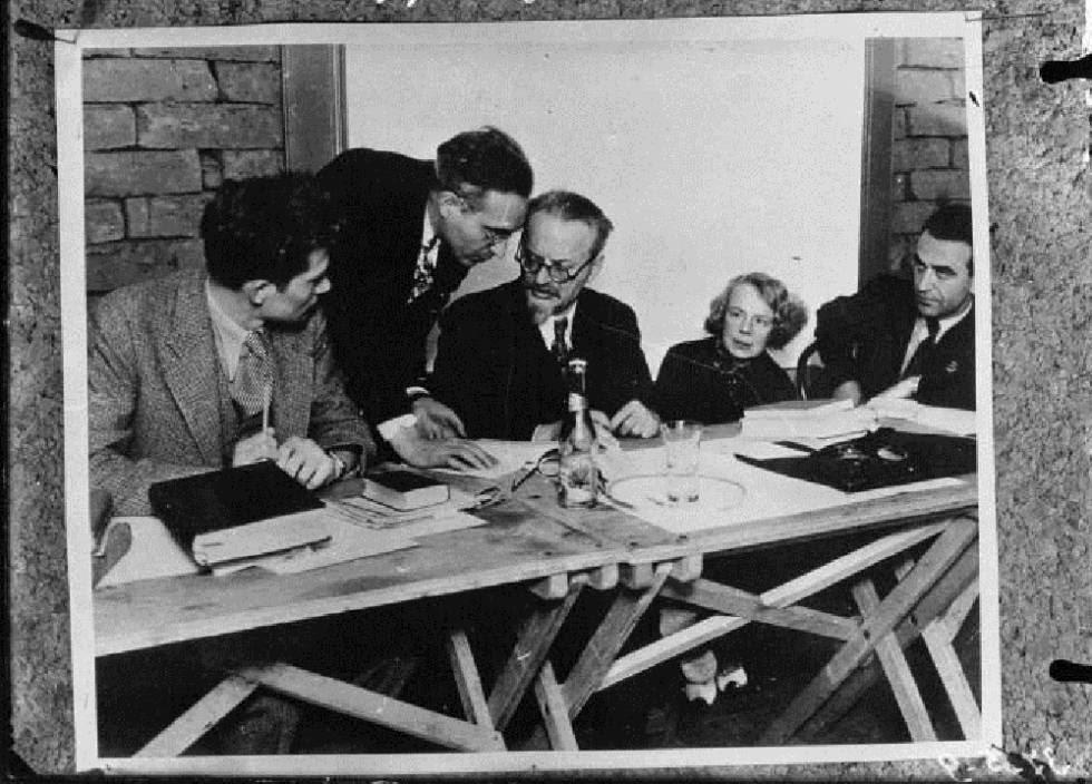 De izquierda a derecha, Jean van Heijenoort, Albert Goldman, Trotsky, Sedova, Jan Frankel.
