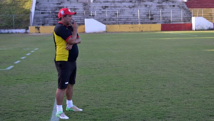 Higor César, técnico do Globo FC (Foto: Jocaff Souza/GloboEsporte.com)