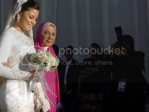 gambar lisa surihani dan yusry