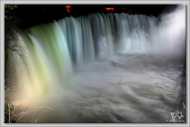 5 Cascada El Peñón de noche