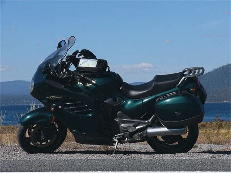 Review for Triumph Trophy 900, Triumph Trophy 900 1994.   Motorcycles catalog with